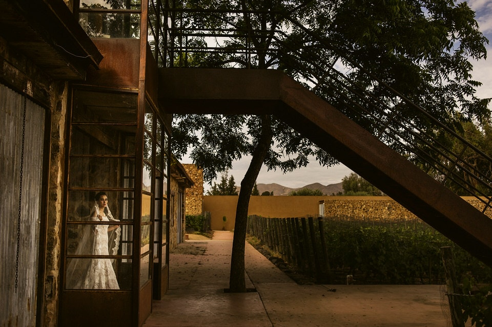 bride at casa de piedra valle de guadalupe