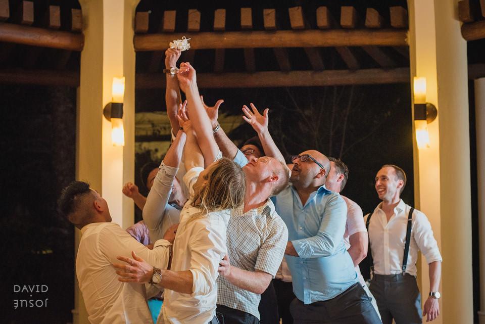 bridal-garter-toss-riviera-maya-wedding