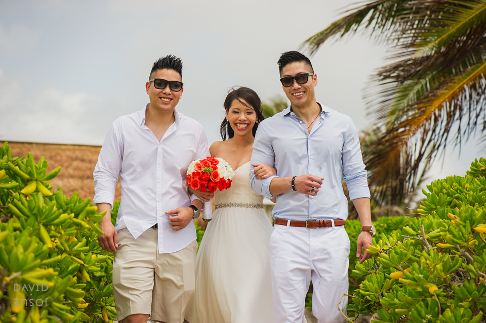bride-and-brothers-riviera-maya-wedding