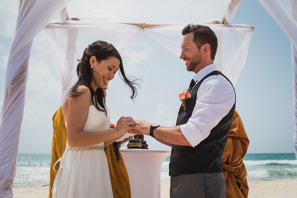 groom-ring-bride-riviera-maya