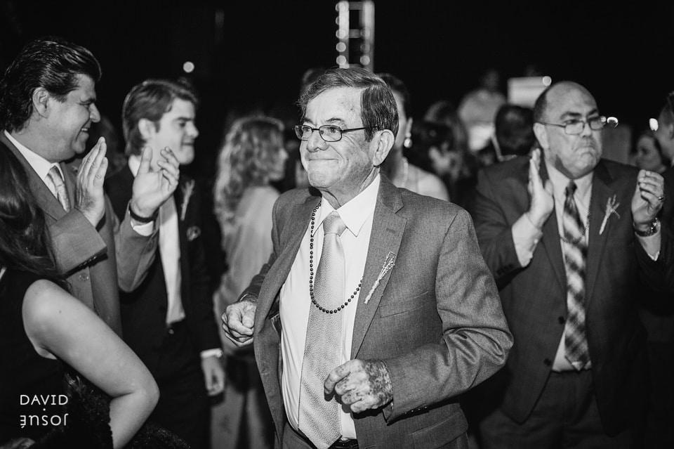 dancing-at-la-joya-baja-wedding